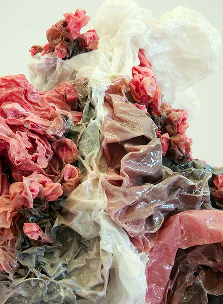 Keiyona Stumpf, Kollision, 2010, 40x40x40cm, Papier, Pigment, Leim (Detail)