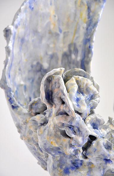 Keiyona Stumpf, Trio, glasiertes Porzellan, Höhe 70 cm (Detail)