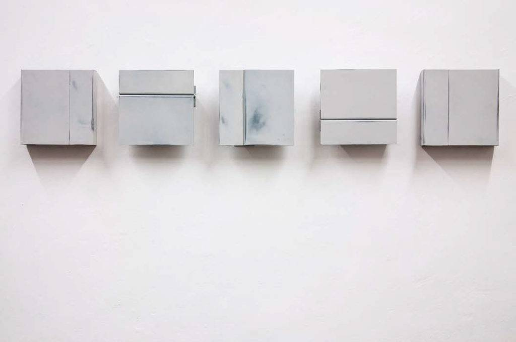 """Alexander Blum, """"O.T,"""" Füllspachtelmasse, Stahl, jeweils 20x6x20cm, 2014."""